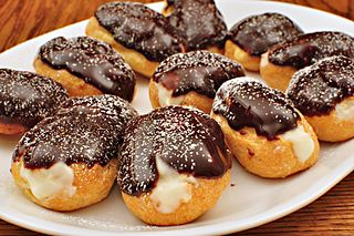 320px Chocolate eclairs 6792699085